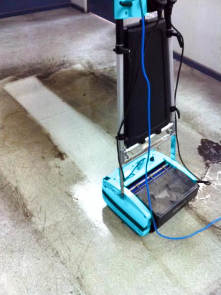 Cleaning Vinyl Floors - Rotowash